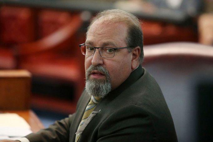 Thẩm phán mất việc vì 'bình luận ấu trĩ'