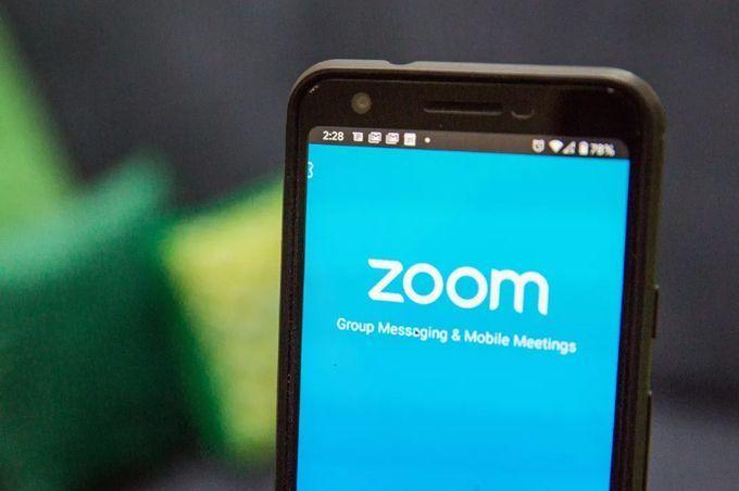 Quốc hội Nam Phi bị gửi ảnh khiêu dâm qua Zoom