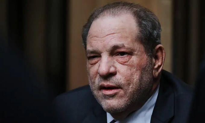 Harvey Weinstein lại bị kiện tội hiếp dâm