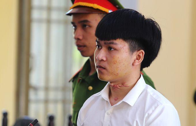 7 năm tù cho người cứa cổ vợ